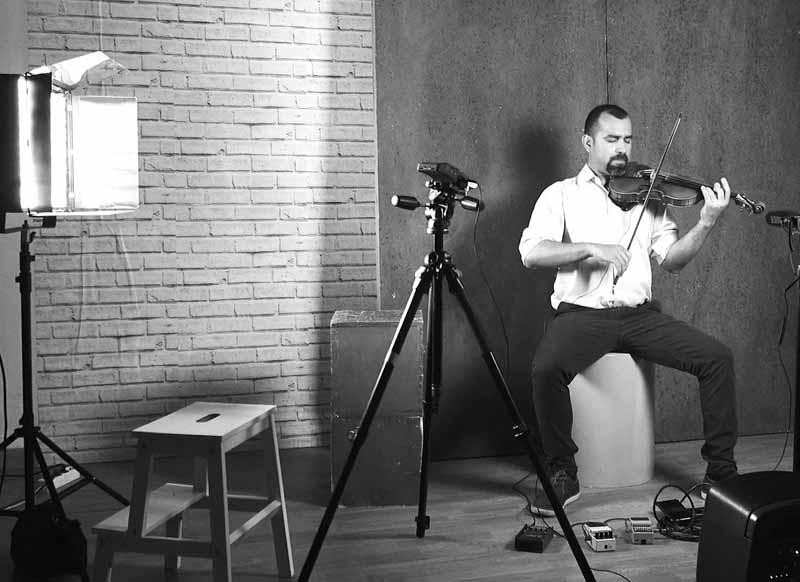"""video de Simon Rondón en estudio"""